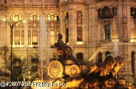 Plaza Cibeles at night